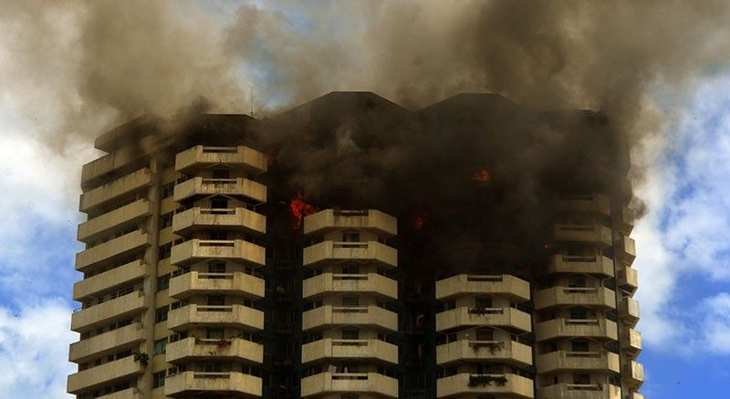 MANILA, Fire struck the upper floors of the Pacific Coast Plaza in Parañaque City, Metro Manila. Photo by Al Padilla