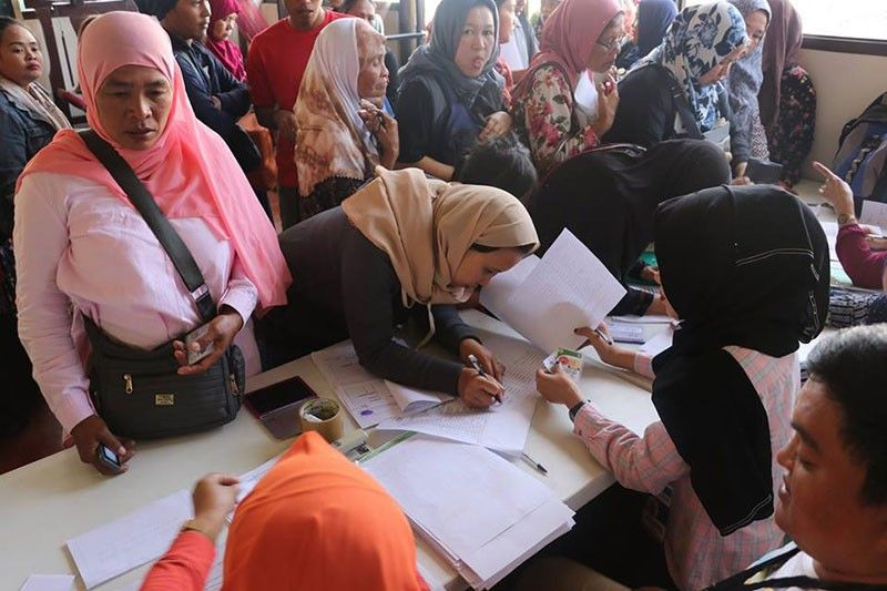 MARAWI. Displaced residents of Marawi City wait for their turn to receive livelihood assistance from the Provincial Government of Lanao del Sur, Marawi City Government, Task Force Bangon Marawi, and other government agencies. (Photo from Provincial Government of Lanao del Sur Facebook)