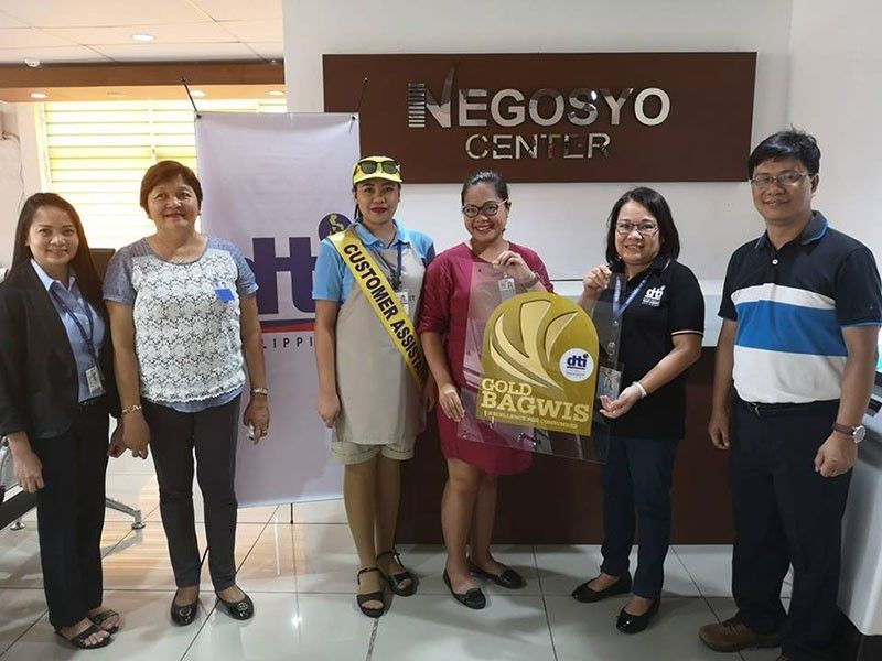 BACOLOD. DTI-Negros Occidental officials and personnel led by Provincial Director Lea Gonzales (second from right) award the Seal of Excellence plaque to representatives of SM Supermarket as Gold Bagwis awardee at the agency's provincial office in Bacolod City on Friday, April 26, 2019. (Contributed Photo)