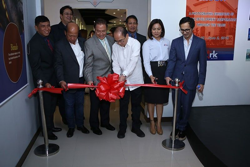 """PAMPANGA. CDC Chairman Jose """"Ping"""" De Jesus (4thfrom right) with CDC President and CEO Noel F. Manankil, CDC Director Manuel R. Gaerian, CDC Director Ernesto De Vota, CDC Director Benjamin P. Defensor, Jr., CDC Director Arturo B. Ortiz, CDC Director Ana Liza Peralta, and Bases Conversion and Development Authority (BCDA) President and CEO Vivencio Dizon led the launching of the said exhibit. (Contributed Photo)"""