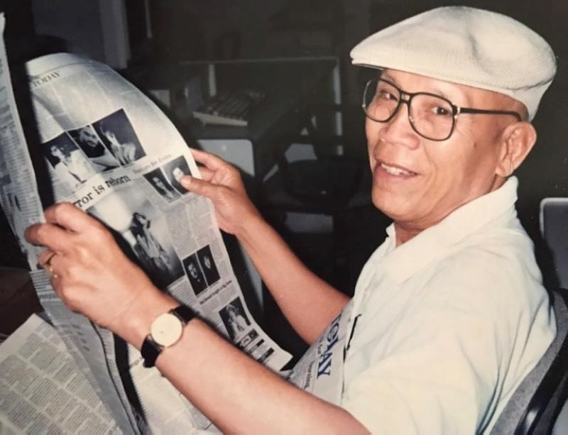 FAREWELL. Fred Espinoza, Popsy to colleagues in the SunStar newsroom, was never without his signature cap and satchel. Popsy died last Sunday, April 28. (SunStar File)