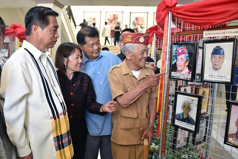 BAGUIO. World War II veteran Alberto Bugtong, 94, with Baguio City officials formally open a photo exhibit entitled