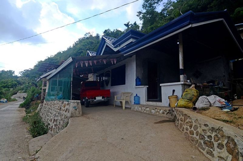CEBU. This is the home of Police Corporal Feliciano Yballe Jr. in Barangay Sudlon I, where he allegedly engaged intelligence operatives in a gunfight before dawn Wednesday, May 1. The intelligence operatives have been ordered relieved pending an investigation into the incident. (Superbalita Cebu File Photo)
