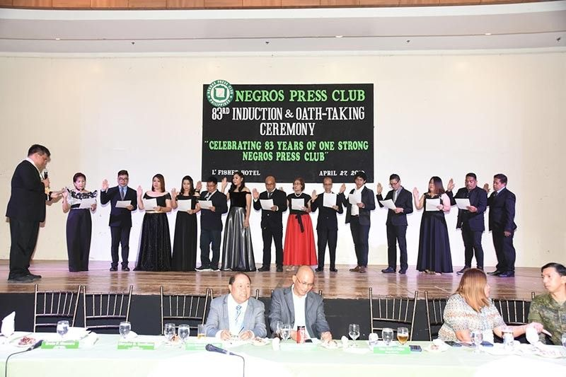 BACOLOD. Silay City Mayor Mark Andrew Arthur Golez (left) inducts the new set of officers. (Contributed Photo)
