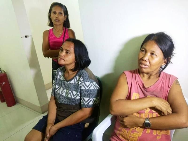 HARD LESSON LEARNED. (From left) Nenita Caballes, Mary Ann Escarilla and Maricar Vasquez say having driver Joan Mejares face a criminal charge will not bring back the lives of the two children. (SuperBalita Cebu photo / Fe Marie Dumaboc)