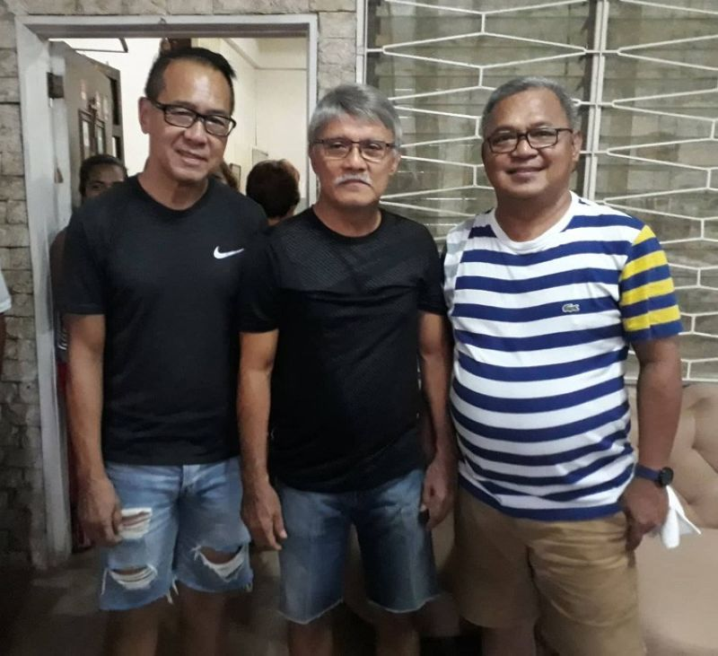 CEBU. San Francisco, Camotes mayor Aly Arquillano (third, from left) poses for a photo with his brother Alfredo