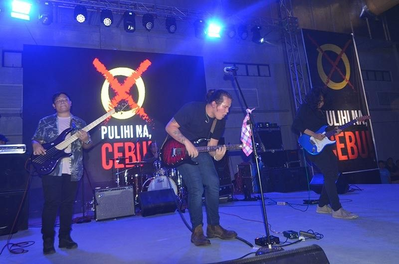 "GUEST PERFORMER. Cebuano singer JK Labajo performs during the free Labor Day concert called ""Pulihi Na, Cebu!"" Organizers deny the event was a campaign sortie for members of the opposition in Cebu City. (SunStar photo / Alan Tangcawan)"