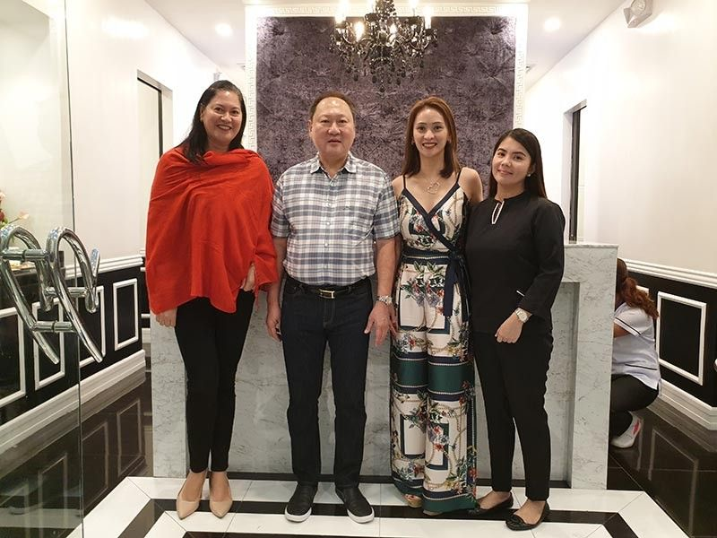 NEGROS. From left: Ayala Malls Central manager Sharon Siocon, Alfonso Choa, Sheila Nasal and Wenona Beloria, branch supervisor. (Photo by Carla N. Cañet)