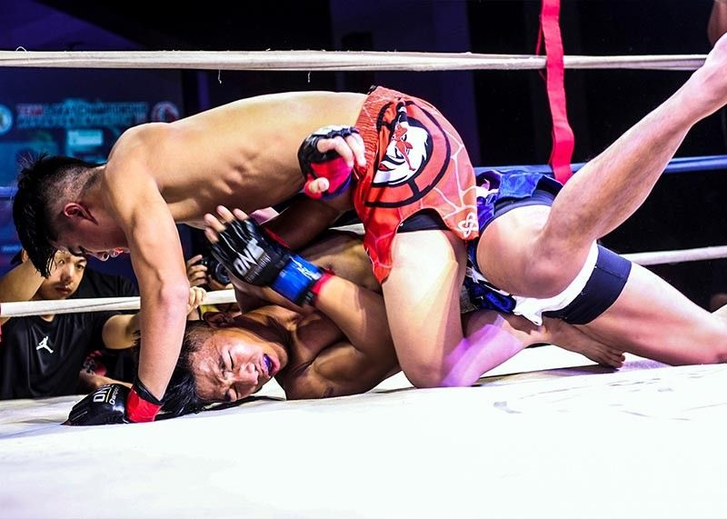 BAGUIO. Team Lakay's Jhanlo Mark Sangiao pummels Hansel Bilog of Tribal Torogi in the main event of Team Lakay Championship Kapangan Invasion IV on April 27 at the Kapangan Municipal gym. (Photo by Jean Nicole Cortes)