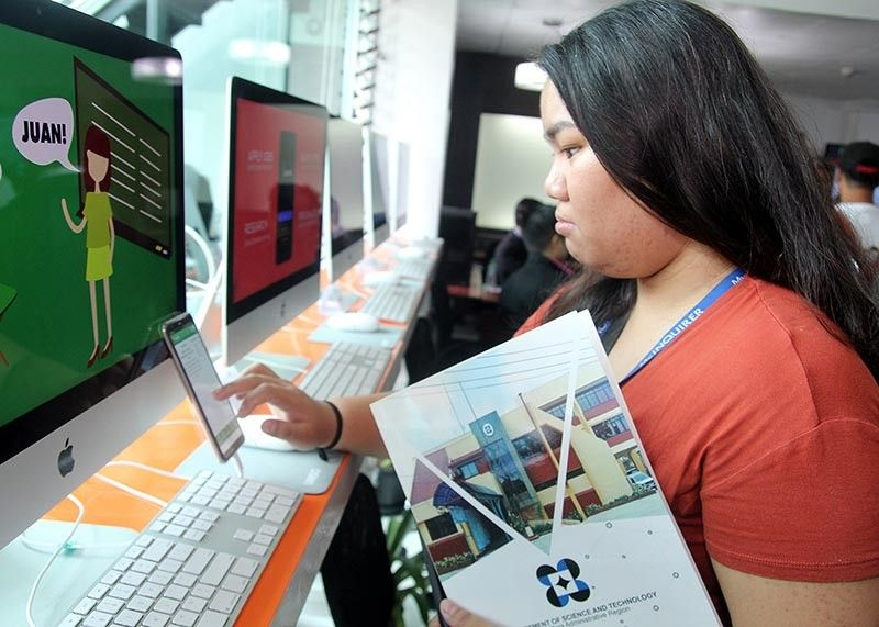BAGUIO. A guest scrolls through a computer and mobile application developed by the University of the Cordilleras (UC) during the soft launching of the Innovation and Nurturing Space at Legarda, Baguio City on May 3. UC is one of the 20 National Higher Education Institution (HEI) grantees of the Department of Science and Technology (DOST) HEI Readiness for Innovation and Technopreneurship Program. (Photo by Jean Nicole Cortes)