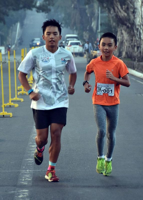 BAGUIO. Siblings Joshua and Dash Ramos finished in the top 5 in the 5-kilometer and 3-kilometer run,  respectively, during the First Dr. Charles Hamada Run at the Burnham Park Lake Drive on May 1. Close to 500 running enthusiasts participated in the memorial run which will benefit the projects and programs of the BCBC, the oldest media organization in Northern Luzon. (Photo by Redjie Melvic Cawis)