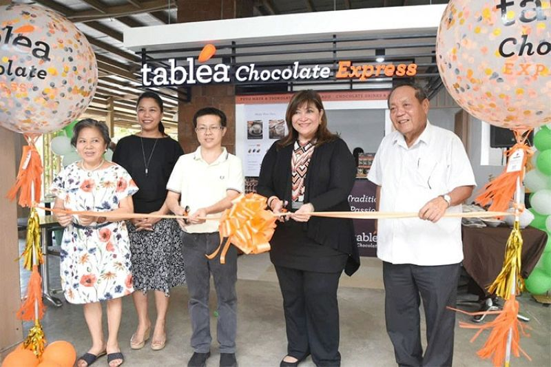 CEBU. Customers who don't want to linger but are still in need of a chocolate fix can head to the The Tablea Chocolate Express in Parkmall. At the opening ceremony are (from left) Cebu Cacao Development Council member Susana Co, Parkmall manager Yael Sacris-Torrejos, Parkmall general manager Neal Carlson Co, Tablea chief executive officer Armi Garcia and Jesus Garcia Jr. (SunStar/Allan Cuizon)