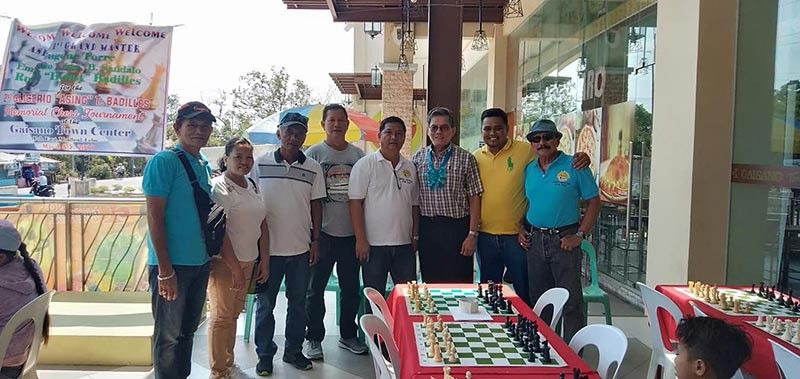 "LEGEND. Eugene Torre (third from right), Asia's first grandmaster, graces the 2nd Glicerio ""Asing"" Badilles Memorial Chess Tournament in Moalboal. (Contributed photo)"