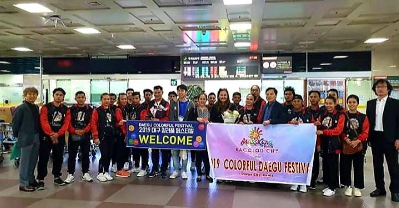 """Bacolod Councilor Em Ang who led the Bacolod MassKara dancers withchoreographer Segundo Jesus """"Panoy"""" Cabalcar were warmly received by Daegu City, South Korea officials and representatives upon their arrival at the airport. (Contributed photo)"""