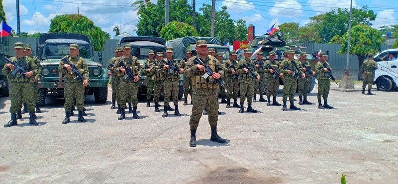 NEGROS. Army personnel forming in front of the Moises Padilla Municipal Building during the sendoff ceremonies after the area was placed under Commission on Elections control. (Teressa Ellera)