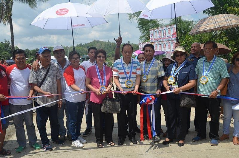 ILOILO. Governor Arthur Defensor Sr. inaugurated his legacy project in Passi City, Iloilo on Tuesday (May 7) -- the 28-kilometer concrete road from Barangay Imbang Grande to Talongonan, Jaguimitan, Alimono, Salngan, Tagubong, Dalicanan, Gemumua-Agahon, and Agtabo. (Contributed photo)