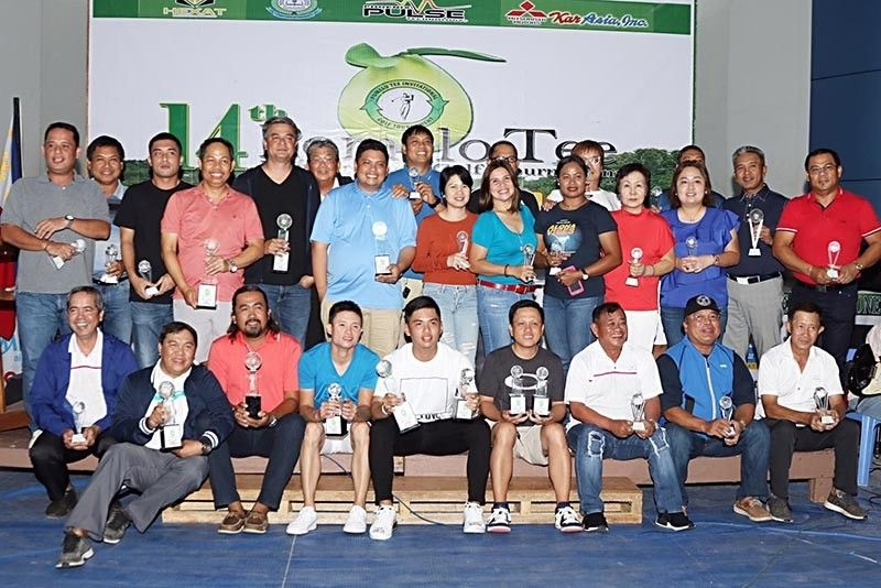 DAVAO. The winners of the 14th Pomelo Tee Member-Guest Golf Tournament pose during the awarding ceremonies. (Tommy Iñigo)