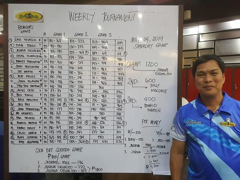 DAVAO. Joshua Disuacido is crowned Datba weekly tournament champion at SM Lanang Premier Bowling Center over the weekend. (Photo from Jesrael Rule's Facebook account)