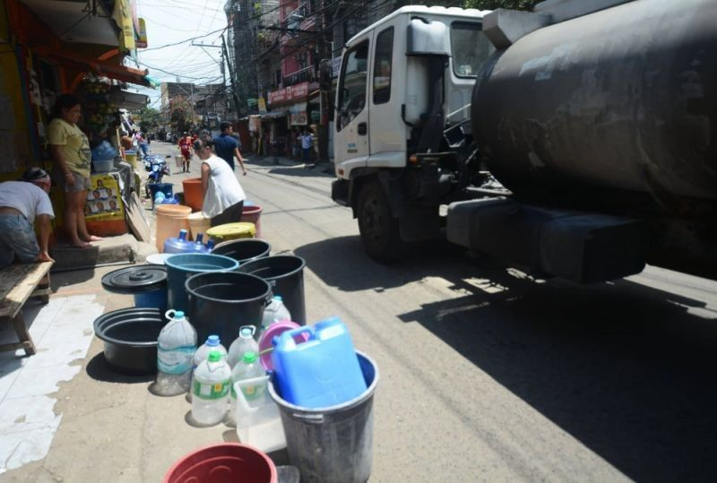 Sa pamahayag sa Metropolitan Cebu Water District, nakadawat na sila og taho nga gi-harass ilahang volunteers nga maghatod og libreng tubig sa mga konsumidor. <B>(Hulagway kuha ni Amper Campaña)</B>