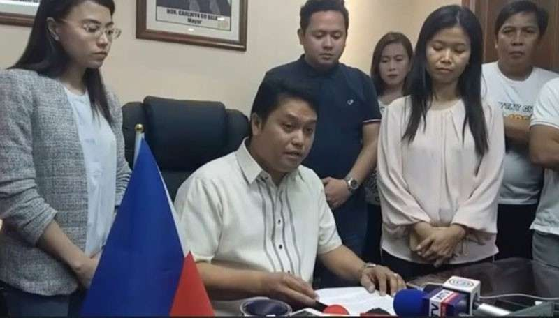 MANILA. In this file photo, Daraga Mayor Carlwyn Baldo reads a prepared statement claiming innocence hours after he was accused of being the mastermind behind the killing of Ako Bicol Party-list Representative Rodel Batocabe. (Photo from Awin Baldo Facebook page)
