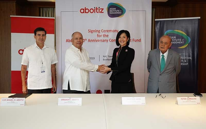 MANILA. To help address the demand for skills and talent in data science and innovation in the country and the region, the Aboitiz Group through the Aboitiz Foundation donated $10 million to the Asian Institute of Management (AIM) to fund degree programs, professorial chairs, student loan programs, and site and facilities improvement of the newly-renamed Aboitiz School of Innovation, Technology, and Entrepreneurship (ASITE) at AIM. Present at the ceremonial turnover last May 8 were (from left) Luis Miguel O. Aboitiz, Aboitiz Foundation trustee; Erramon I. Aboitiz, Aboitiz Foundation chairman; Jikyeong Kang, AIM president; and Peter Garrucho, AIM chairman. (Contributed Photo)