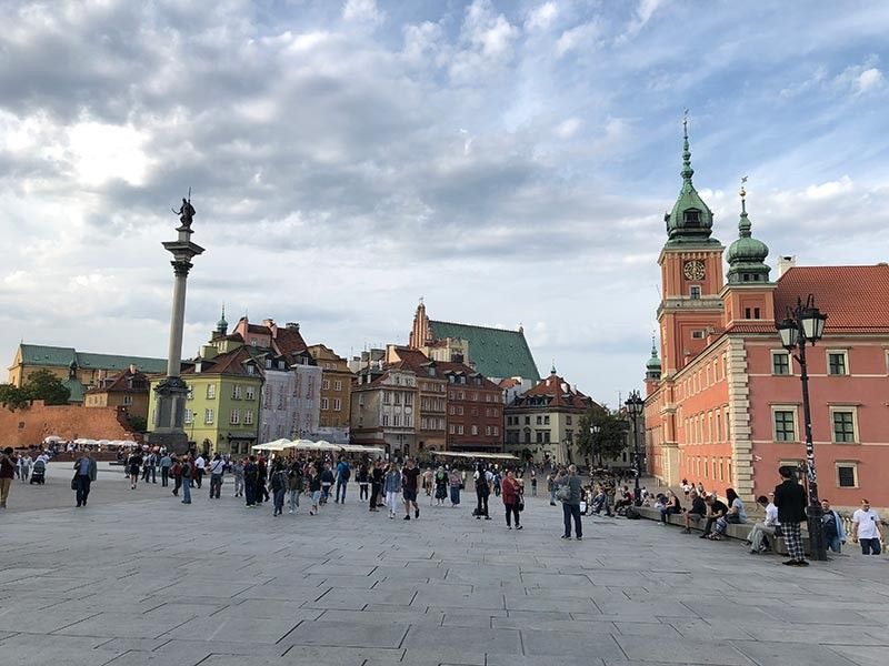 CASTLE SQUARE. The most recognized landmark in Warsaw as the historic center. (Photo by Alfred F. Ocianas)