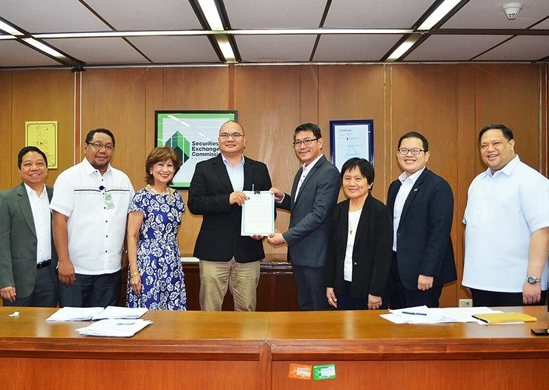 ONE PERSON CORPORATION. Securities and Exchange Commission (SEC) Commissioner Javey Paul D. Francisco (fourth from left) presents the certificate of incorporation of Smart Transportation and Solutions to Arnulfo Divina. It is witnessed by SEC commissioners and SEC Company Registration and Monitoring Department officials. (Contribute photo)
