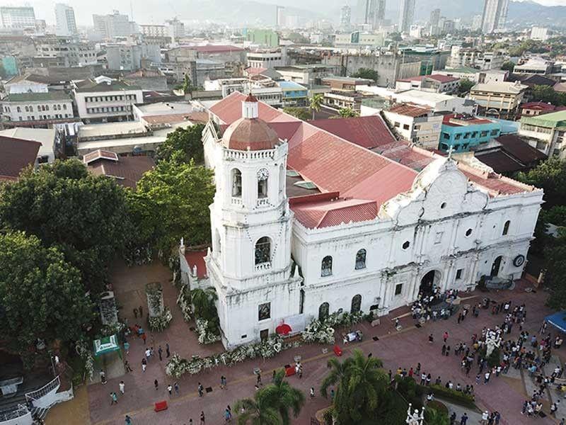 GI-RESTORE: Ang Cebu Metropolitan Cathedral usa sa mga simbahan nga naapektuhan sa kusog nga linog niadtong 2013. Apan malampuson ang restoration niini ug giingong lig-on na kini kaayo. (File Photo)