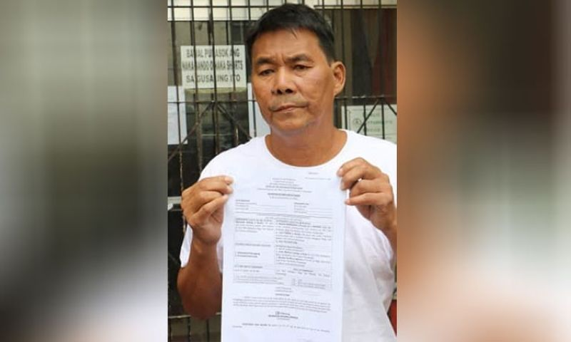 PAMPANGA. Reynaldo Galang of Balangcas, Sto. Tomas town files cases against former Sto. Tomas Mayor Romeo Ronquilo, Jojit Pineda and four others before the Office of the Provincial Prosecutor on Monday, May 6, 2019. (Photo by Chris Navarro)