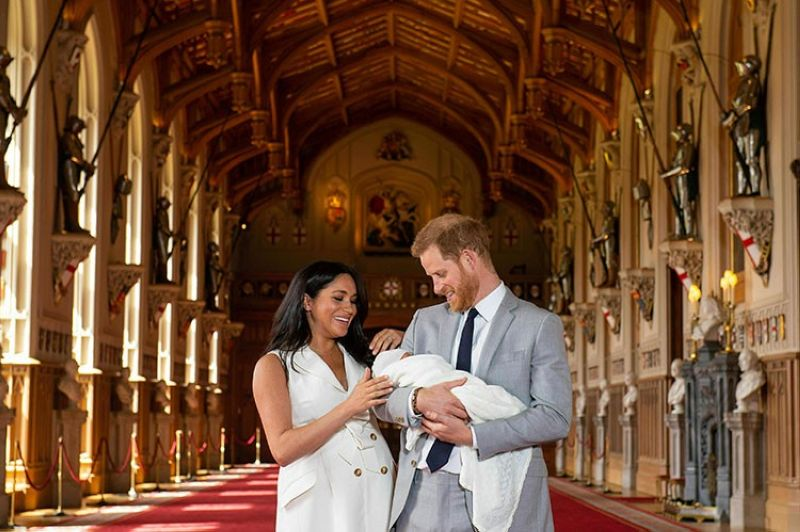 ENGLAND. Britain's Prince Harry and Meghan, Duchess of Sussex, during a photocall with their newborn son in St. George's Hall at Windsor Castle, Windsor, south England, Wednesday, May 8, 2019. (AP)