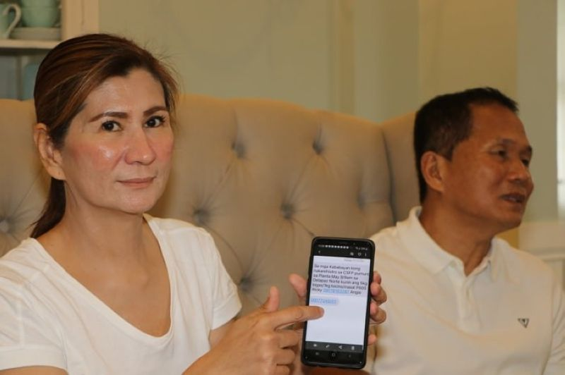 PAMPANGA. City of San Fernando Councilor and vice mayoralty candidate Angie Hizon shows a malicious text message circulating among Fernandinos, as she answers questions from the media during Thursday's (May 9) press conference. Joining her is Councilor Noel Tulabut. (Chris Navarro)