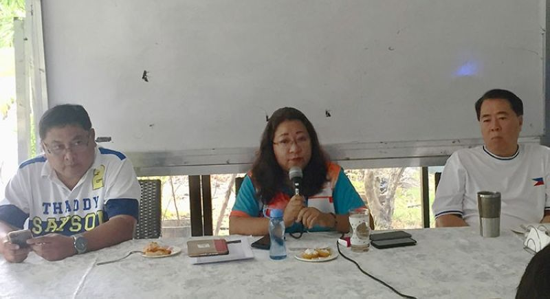 BACOLOD. Mayoral candidate Jocelle Batapa-Sigue (center) with congressional candidate Monico Puentevella (right) and vice mayoral candidate Jude Thaddeus Sayson (left) in a press conference May 9. (Merlinda Pedrosa)