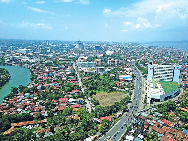 DAVAO. After maintaining a growth of over 6 percent since middle of 2015, the Philippine economy's growth has slowed to 5.6 percent. (Mark Perandos)