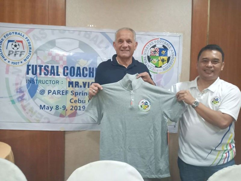CLINIC. Central Visayas Football Association president Rodney Orale (right) presents a jersey to renowned Dutch futsal coach Vic Hermans after his two-day clinic in Cebu. (SunStar Photo/Richiel S. Chavez)