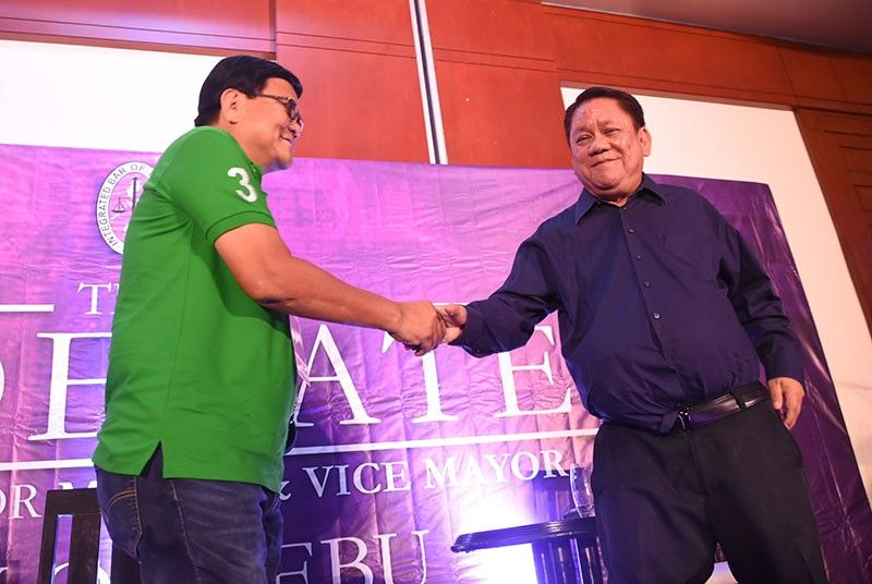 HAND-SHAKE. Cebu City mayoral candidates Barug- PDP Laban Edgardo Labella and BOPK's Tomas Osmeña, after the IBP-sponsored debate on Friday, May 10. (SunStar Photo/Allan Cuizon)