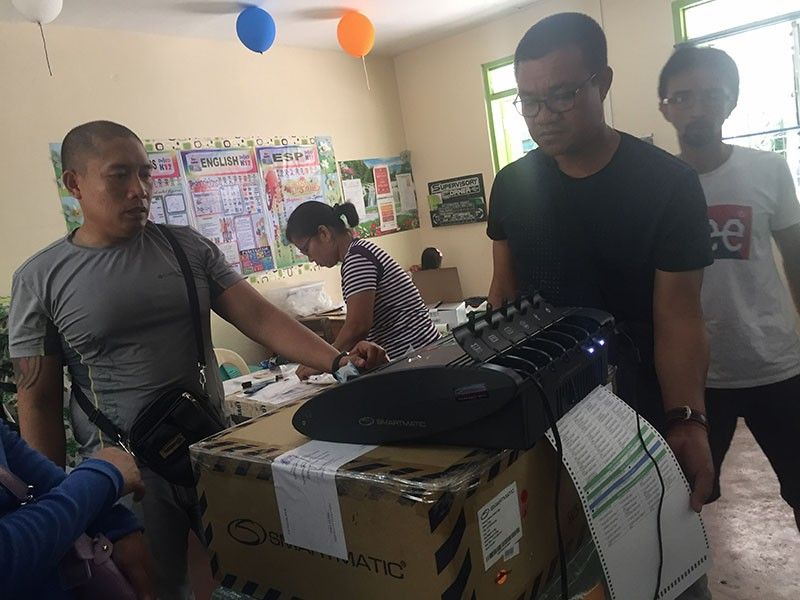 BACOLOD. The Commission on Elections (Comelec) conducts final testing and sealing of vote counting machines (VCMs) in Bacolod City. (Merlinda A. Pedrosa)