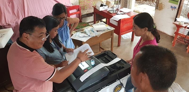 Teachers at Upper Carmen Central Elementary School on Friday, May 10, tries the Vote Counting Machine based on the specifications in the manual. On Monday, May 13, this school is where incumbent Cagayan de Oro City Mayor Oscar Moreno and his family will vote for the midterm national and local elections where he is seeking for re-election. (Nef Luczon)