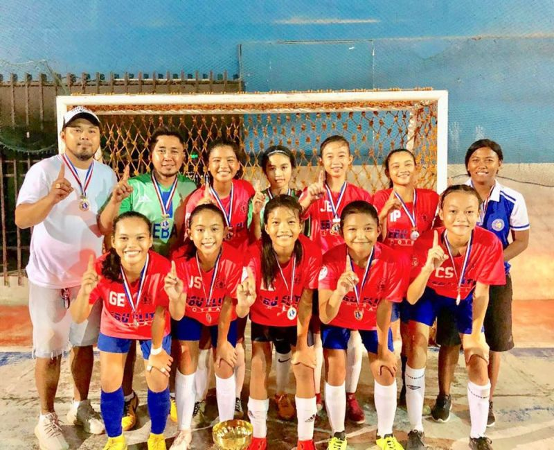 BACOLOD BOUND.  Members of the Cebu Elite Girls 14-Under team will be in Bacolod for two tournaments--the Ceres Cup and the regional elimination of the Allianz national youth futsal tournament. (Contributed foto)