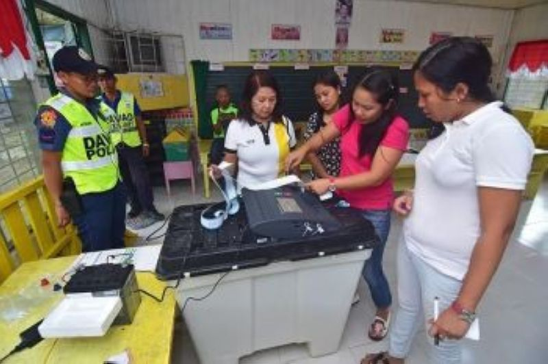 DIGITAL VIGILANCE. After voting, protect the sanctity of the ballot by reporting online false claims, fake news and election irregularities to election watchdogs, news media and civil society initiatives monitoring the elections, such as Tsek.ph. (File Foto)