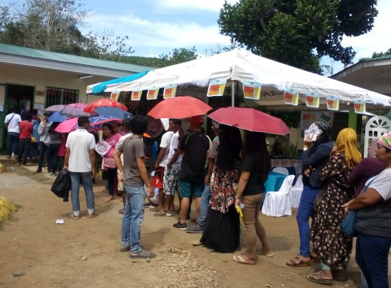 ZAMBOANGA. People patiently wait in queue in one of the polling centers in Isabela City, Basilan to cast their vote on Monday's (May 13) midterm elections. (Bong Garcia)
