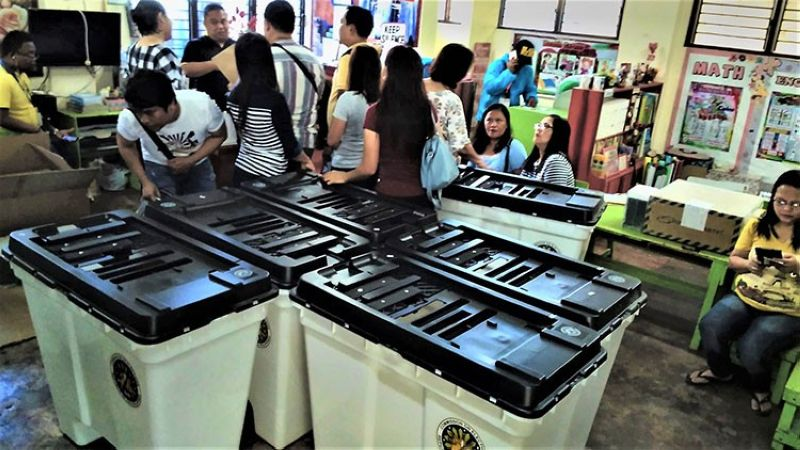 TACLOBAN CITY. Board of election inspectors prepare during the distribution and final testing of vote counting machines at Rizal Elementary School in Tacloban City. (Ronald O. Reyes)
