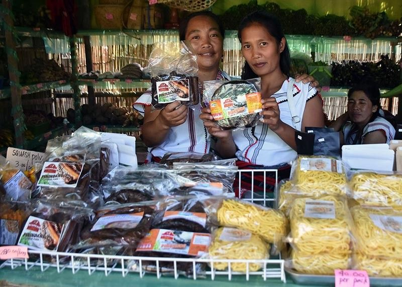 IFUGAO. Kiangan ladies show their locally produced ethnic products such as the pinindang or smoked pork and pinunnog or smoked sausage with its new packaging through the support of the Department of Trade and Industry and Department of Science and Technology. (Redjie Melvic Cawis)