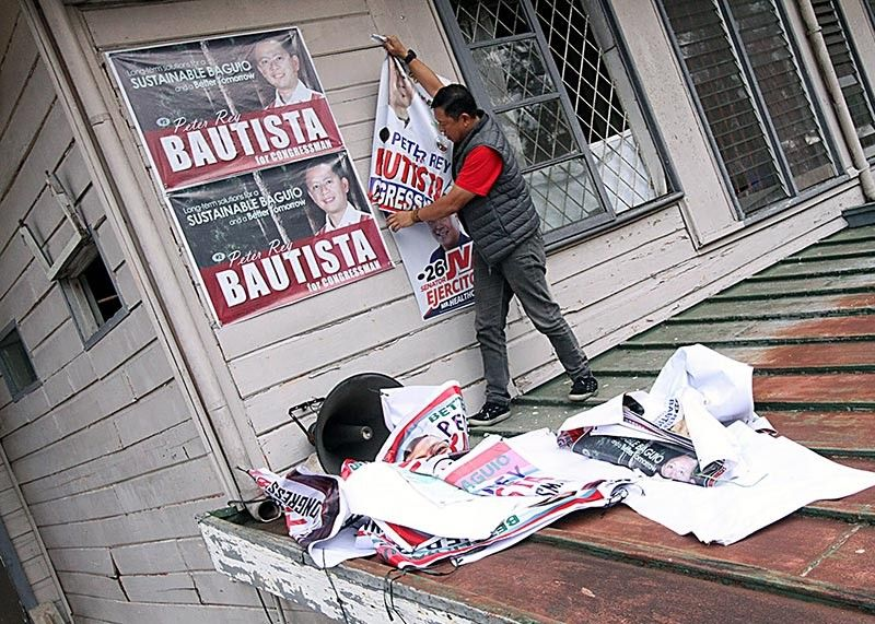 BAGUIO. Former Baguio City mayor and congressional candidate Peter Rey Bautista voluntarily removes his campaign poster and tarpaulin after the elections. Bautista is also the current publisher of SunStar Baguio. (JJ Landingin)