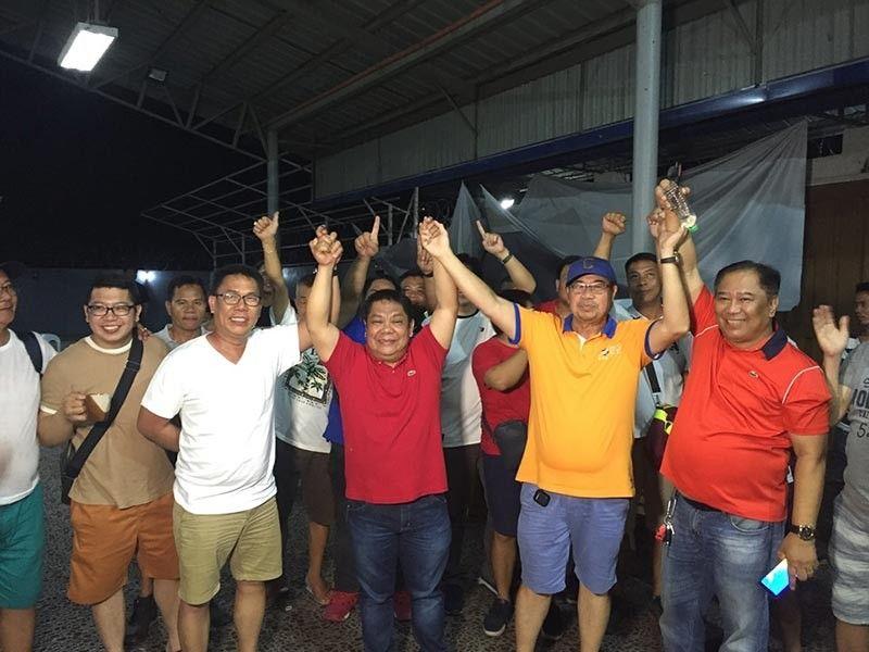 "PAMPANGA. Bacolor Mayor-elect Eduardo ""Diman"" Datu, together with Board Member-elect Dinan Labung, former Mayor Buddy Dungca and supporters celebrate Datu's electoral win. - Princess Clea Arcellaz"