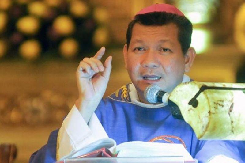 GITUDLO: Si Auxiliary Bishop Dennis Villarojo gitudlo ni Pope Francis nga maoy modala sa diocese sa Malolos, Bulacan. (File)