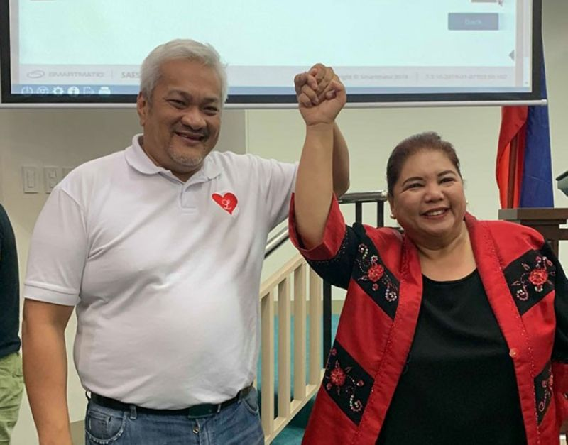 PAMPANGA. Angeles City mayor-elect Carmelo Lazatin and vice mayor-elect Vicky Vega Cabigting raise their hands after they were proclaimed winners by the Commission on Elections Tuesday night, May 14, 2019. (Contributed photo)