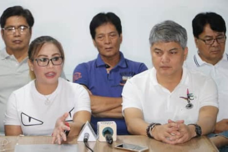 PAMPANGA. Magalang Mayor Malu Paras-Lacson urged Magalenos to keep calm and wait for the official results of the election. Joining her during Wednesday's (May 15) press conference are Vice Mayor Norman Lacson and some town councilors. (Chris Navarro)
