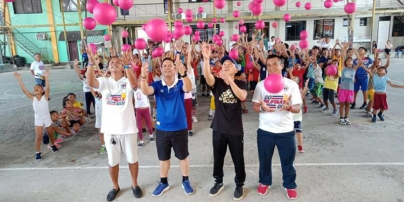 DAVAO. Philippine Sports Commission Commissioner Charles Raymond A. Maxey (second from left) leads the launch of the Barangay 76-A Summer Futsal Clinic at the S.I.R. Phase 1 Gym in Matina, Davao City last May 11. (Photo from Maxey's Facebook account)