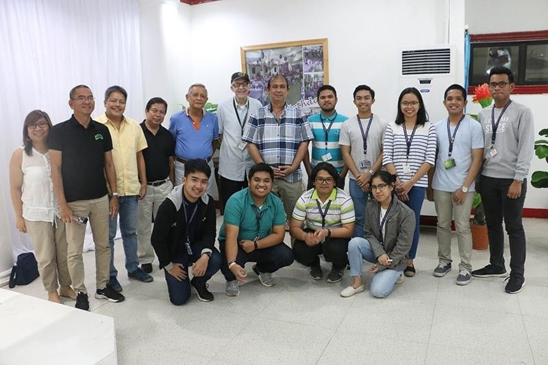 """DAVAO. Fr. Daniel J. McNamara SJ (6th from left), a noted astro-geo physicist and program coordinator of Ateneo de Davao's Aerospace Engineering Department, pays a courtesy visit to Mayor Carlo Rabat (6th from right) for a """"heads-up call"""" on developments regarding the impending creation of the Philippine Space Agency and the selection of Mati as the first Philippine Satellite launch site. (Mati City photo)"""