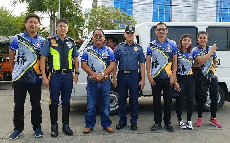 BACOLOD. LTO-Western Visayas Director Rolando Ramos (3rd, L-R) with LTO Bacolod OIC and LTO Negros Occidental head of the Provincial Enforcement Team Renato Novero (5th) and others led the caravan to spread awareness on road safety. (Carla Canet)